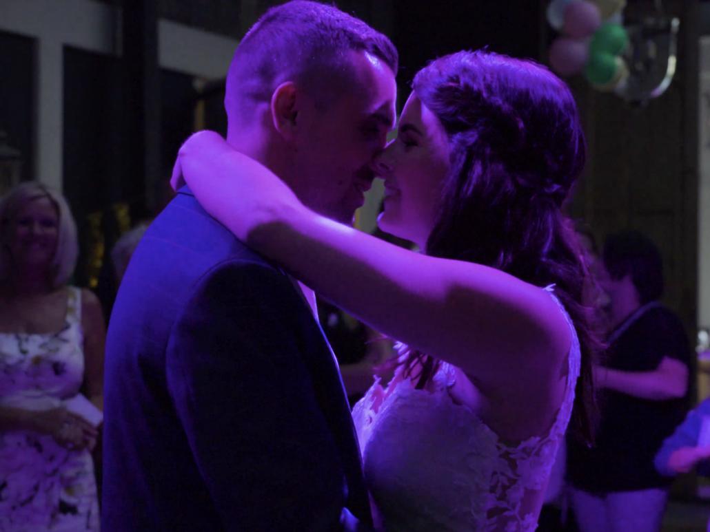 openingsdans van bruiloft vastgelegd op video